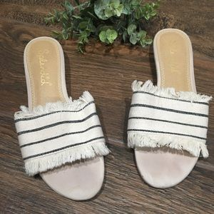 White and blue striped sandals - Size 7